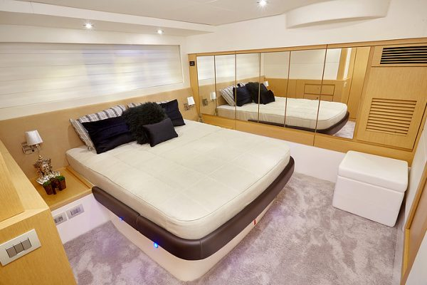 Schaefer 640 - 4 cabin (7)